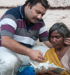 Krishnan feeding a homeless person