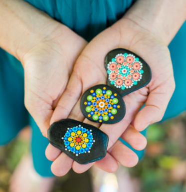 TravellingKindnessRocks_hands_holding_tkrs